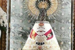 """Cabildo de Zaragoza pide """"perdón"""" tras colocar """"por error"""" un manto de la Falange a la Virgen del Pilar"""