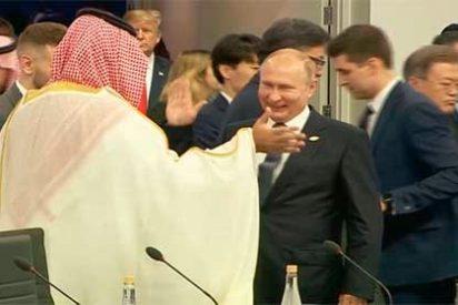 """El saludo de """"compadres"""" entre Vladimir Putin y el príncipe Mohamed bin Salman que sonrojó al G20"""