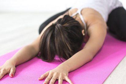 Acusan a instructora de yoga de asesinar a la novia de su exmarido frente a sus hijos