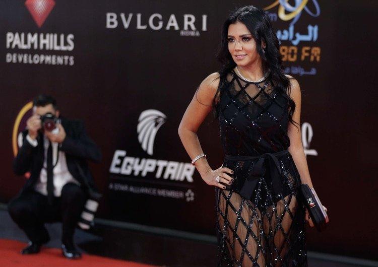 Una actriz egipcia, a juicio por llevar un vestido transparente