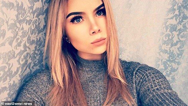 Una hermosa adolescente rusa se electrocuta por enchufar su iPhone mientras se bañaba