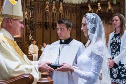 Las 'vírgenes consagradas', las mujeres que se casan con Cristo (pero no son monjas)
