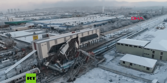 ¡Varios muertos y decenas de heridos! Impactantes imágenes que ha capturado un dron del fatal accidente de tren en Turquía