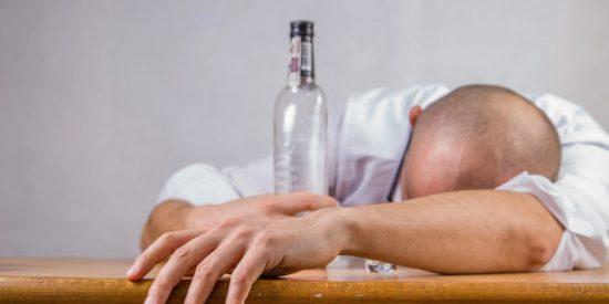El camionero avisó a la Guardia Civil de que conducía borracho, para ser despedido, cobrar el paro y jubilarse