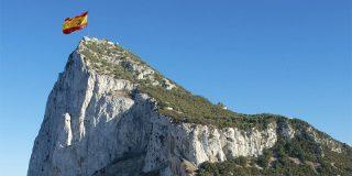¡Maravilla! Cómo rabia el aduanero de Gibraltar mientras escucha al patrullero español con el himno a todo trapo
