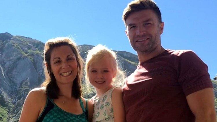 Le rompe una costilla a su esposa, pero la lesión le salvó la vida