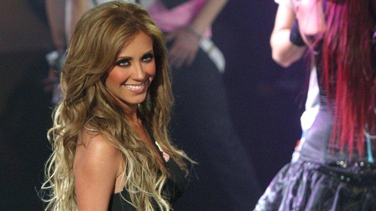 "La mexicana Anahí lo admite: ""Me comí mi placenta licuada con fresas"" al estilo Kim Kardashian"