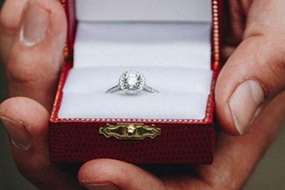 Le pide matrimonio antes de un partido de fútbol y pasa esto...
