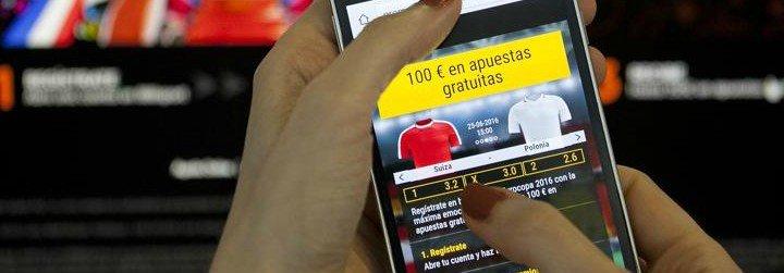 """Apuestas on line: """"Cada casa puede ser un casino"""", advirtió la Iglesia"""