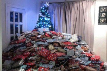 Polémica: Una madre sube una foto con el árbol de Navidad tapado por 300 regalos
