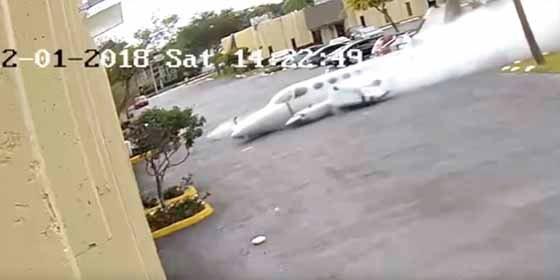 Vídeo: Una avioneta se estrella contra un centro de terapia para niños autistas en Fort Lauderdale