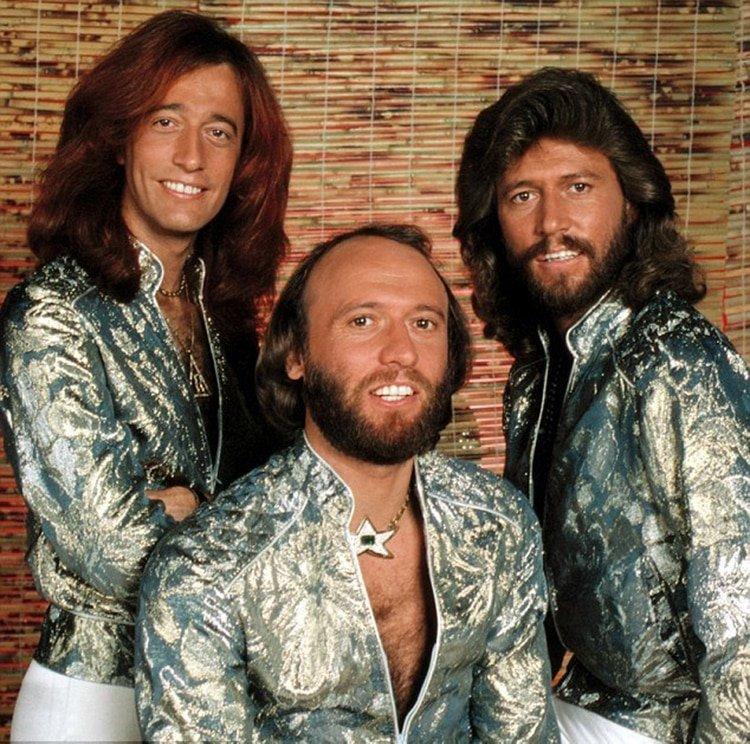 La trágica historia de los Bee Gees: Hits imbatibles, una feroz interna familiar, excesos y muerte