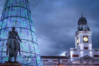 24 uvas bajo el reloj de la Puerta del Sol: las campanadas canarias llegan a Madrid