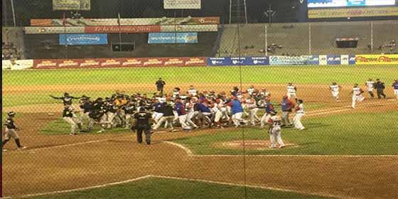 La brutal pelea entre dos equipos de béisbol profesional en Venezuela