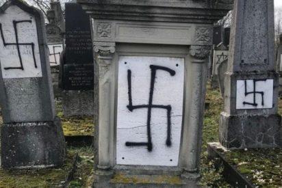 Profanan un cementerio judío con grafitis antisemitas