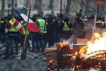 Así saquean una tienda de Apple durante las protestas de los 'chalecos amarillos' en Francia