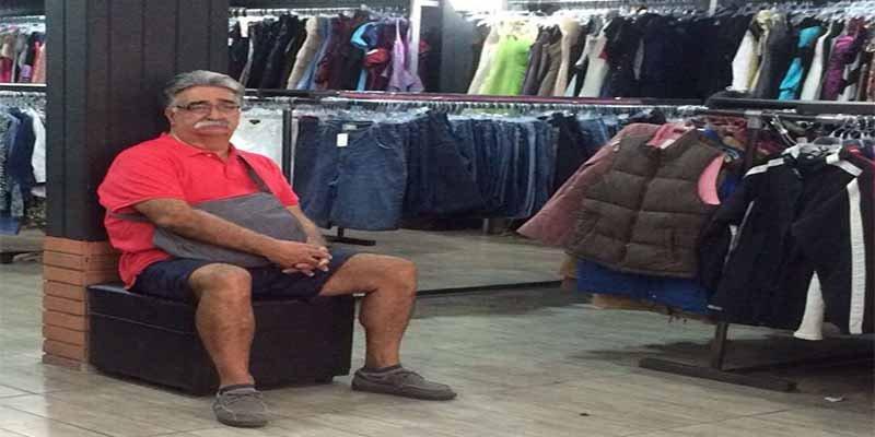 Penitentes: 40 hombres 'desdichados' retratados mientras sus esposas están de compras