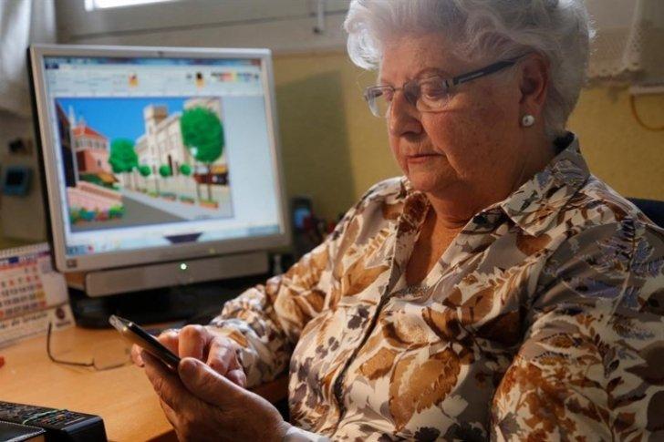 Concha, la abuela española que enamora a Disney con sus dibujos