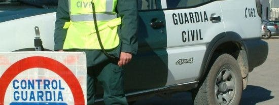 El impactante vídeo de la Guardia Civil sobre las alertas con luces de los controles en carretera