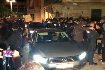 Unos centenares de mossos encierran al consejero Buch en la Conselleria de Interior durante 4 horas