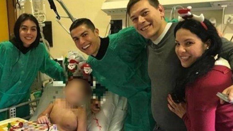 Cristiano Ronaldo da una sorpresa navideña a los niños de un hospital de Turín