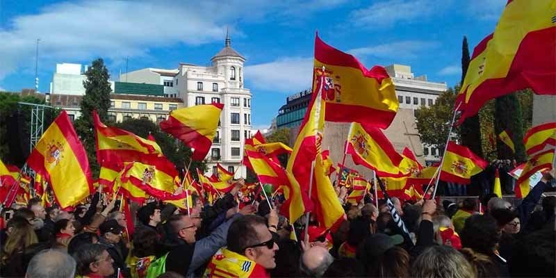 Multitudinaria concentración a favor de la unidad de España en el centro de Madrid