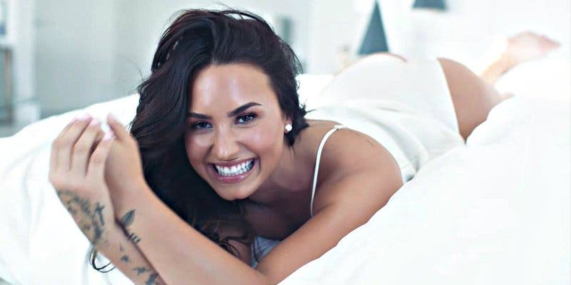 Demi Lovato muestra su gran cambio: de las drogas a las casitas navideñas