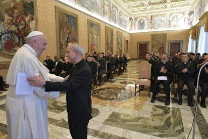 """El Papa invita a los jesuitas a """"estar en los cruces más intrincados, en las fronteras, en los desiertos de la Humanidad"""""""