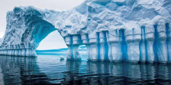 ¿Sabes qué los científicos han descubierto 'algo muy caliente' bajo el hielo de la Antártida?