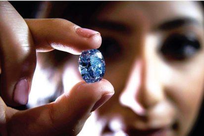 Finge ser una experta en joyas y roba seis millones de euros en diamantes
