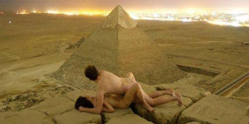 Egipto investiga las imágenes de estos turistas haciendo el amor en la cima de la pirámide de Keops