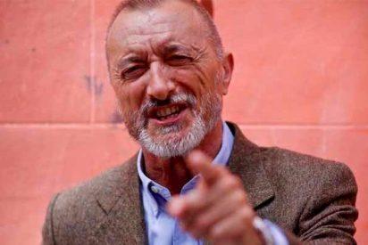"""Pérez-Reverte corrige las faltas de ortografía de Podemos: """"los guardios y guardias civiles y civilas"""""""