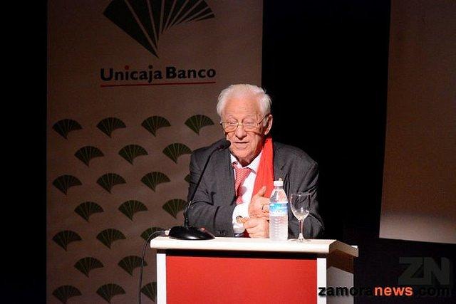 """El padre Ángel considera que la solidaridad es """"patrimonio de todos"""", más allá de creencias religiosas o políticas"""