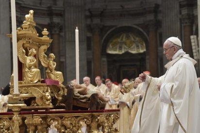 """Francisco lamenta que """"unos pocos 'banquetean' espléndidamente y muchos no tienen pan para vivir"""""""