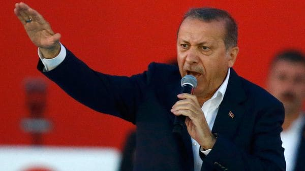 """Líderes europeos exigen a Erdogan revertir sus """"provocaciones"""" en el Mediterráneo"""