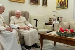 Francisco visita a Benedicto XVI y le felicita la Navidad
