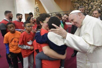"""""""Para comprender la realidad de la vida, debemos agacharnos, como para besar a un niño"""""""
