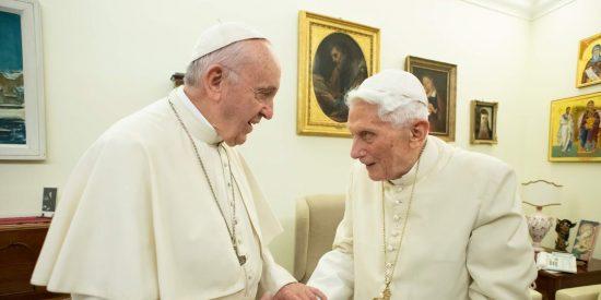 """Benedicto XVI da en los morros a Francisco: """"No puedo callar"""""""