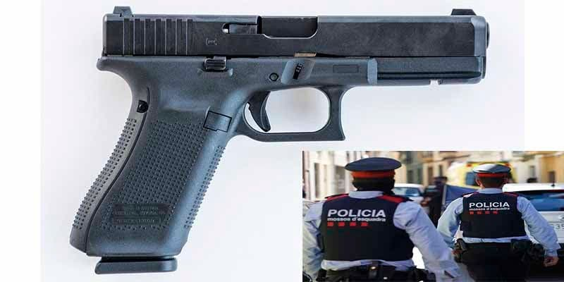 Una ladrona rumana arrebata la pistola a un mosso y le dispara dos veces sin que salgan balas