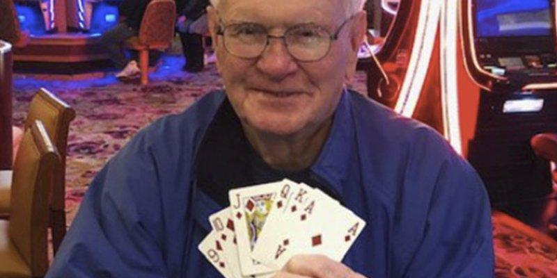 Este anciano de 85 años gana un millón de dólares en un casino con una apuesta de 5 dólares