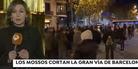 La brutal pillada a micrófono abierto de una reportera gritona de Antena 3