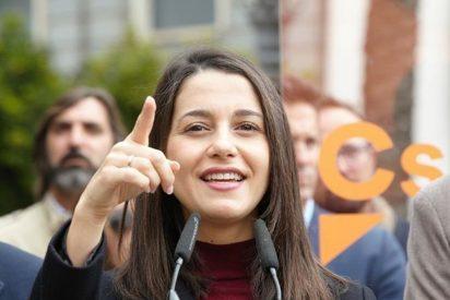 """Con esta rabia insultan los CDR a Inés Arrimadas en plena calle: """"¡Fascista!"""""""