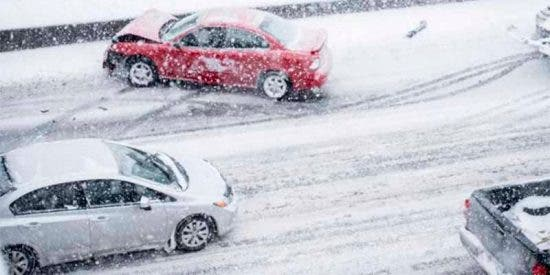 Consejos útiles para conducir sobre hielo sin perder el control del vehículo