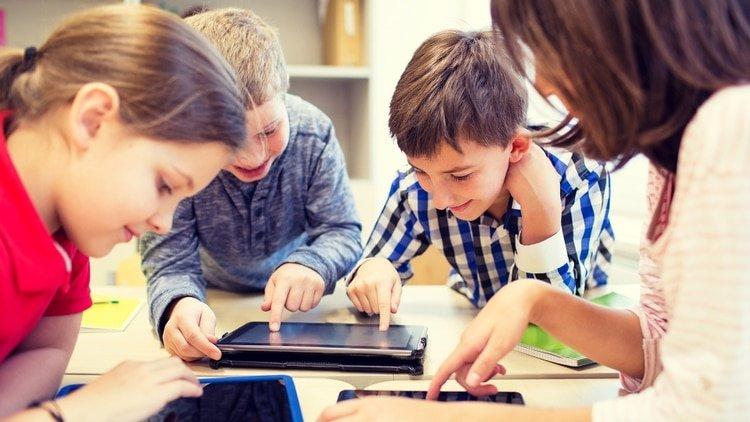 Descubren cómo cambia el cerebro de los niños que pasan demasiado tiempo frente a las pantallas