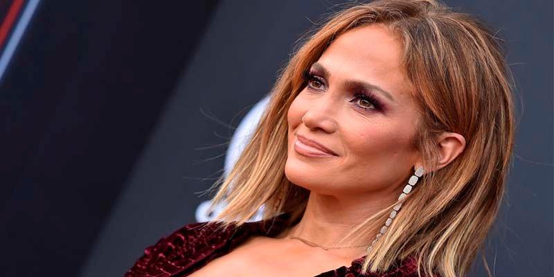 Shakira o Jennifer Lopez (con el trasero sin operar) !Vaya fiasco¡