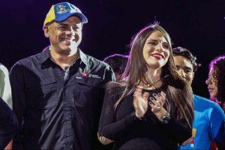 Ésta es la periodista chavista que se da 'besitos' con el esbirro de Maduro, Jorge Rodríguez