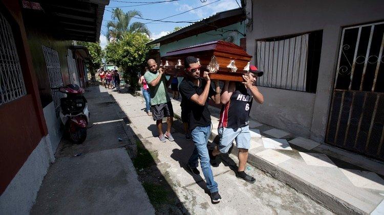 Un joven escapa de Honduras por la violencia y regresa en un ataúd ocho años después