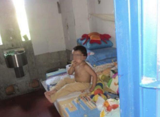 Juanito, el único niño español preso en el extranjero
