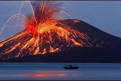 Un tsunami provocado por un volcán deja al menos 300 muertos y miles de heridos en Indonesia