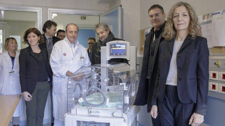 El Papa dona dos incubadoras a varios hospitales infantiles romanos